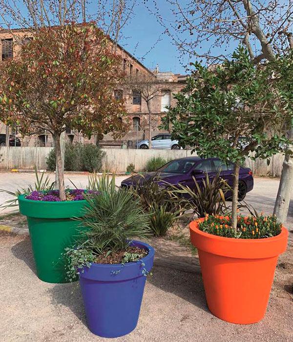 Jardinera urbana de polietileno modelo Alvium